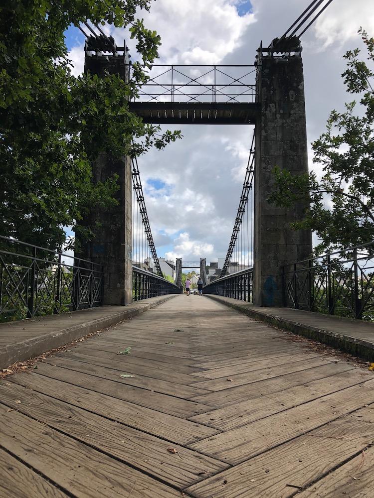 Le vieux pont suspendu du Bono