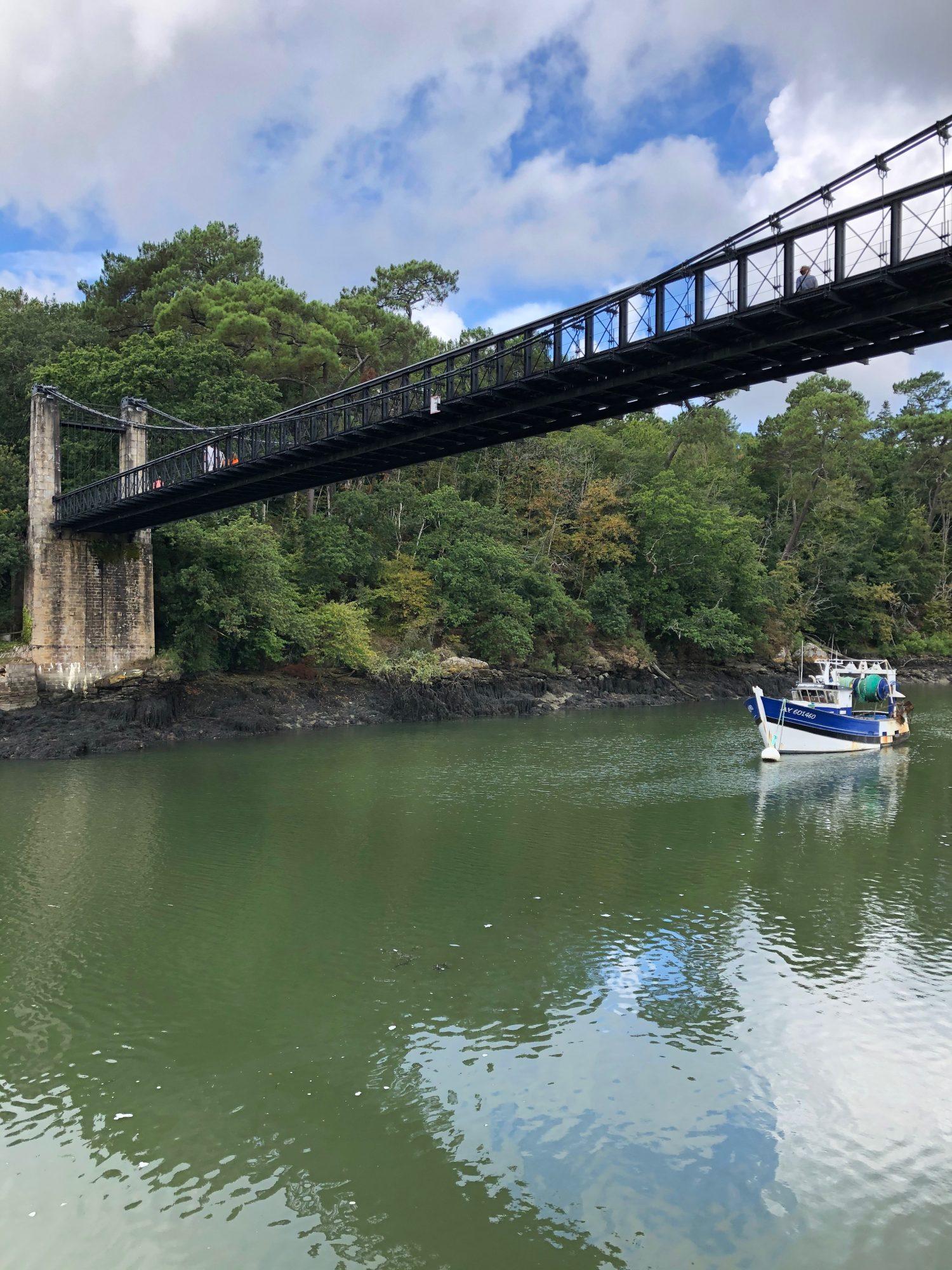 Le vieux pont du Bono, vu du port