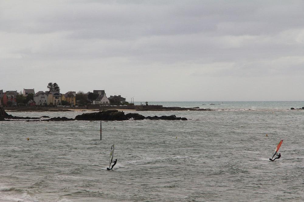 sports nautiques à la plage des Sables Blancs
