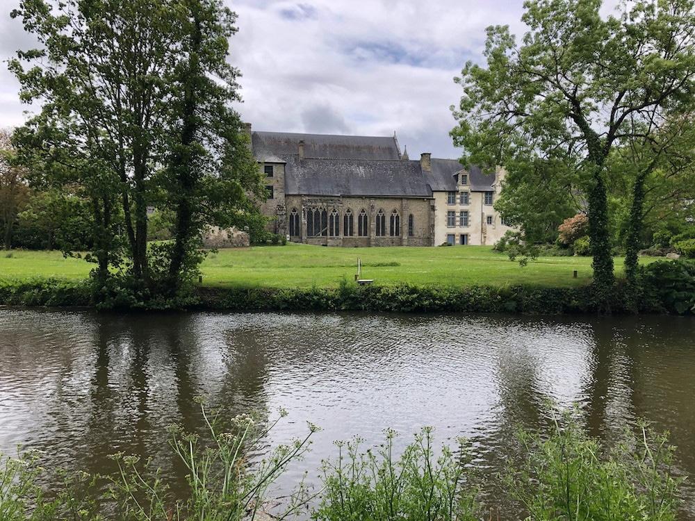 Abbaye de Léhon depuis la Rance