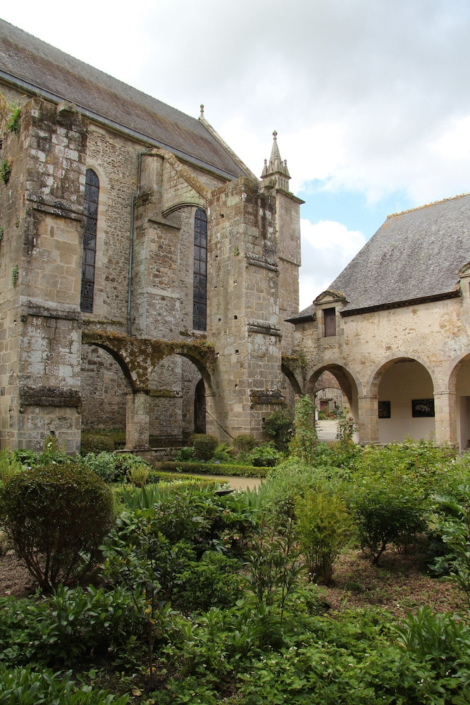 Le cloître et l'église abbatiale